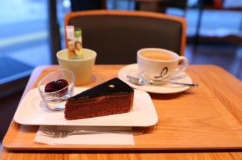 熟成コーヒーと相性抜群のスイーツが楽しめる長岡駅前のカフェ