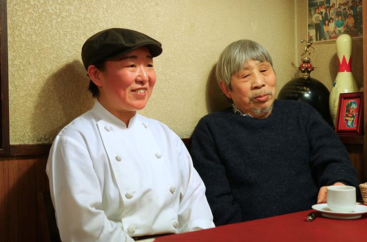 2代目料理長・土田さんと創業者の中田さん(右)