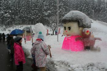 【中止となりました】力作揃いの雪像が並ぶ「雪像づくりコンテスト」は必見です!