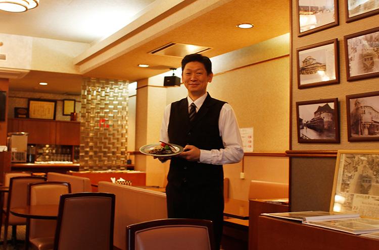 「若いカップルも食べに来てくださいます。ワイ ンと一緒に楽しまれる方もいますよ」と廣田マネージャー