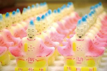 【燕市】カラフルなお菓子をお供えする燕の伝統行事