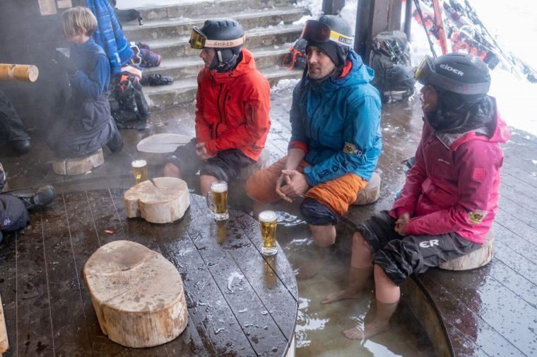スキー場にも足湯完備。海外のスキーヤー&スノーボーダーにも大人気!!