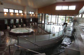 【関川村】多彩なお風呂と充実の館内設備が魅力の日帰り温泉施設