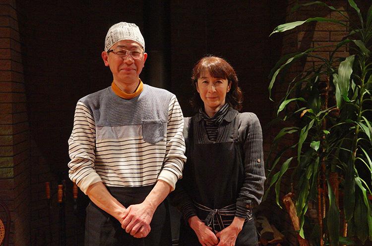 桑原さんご夫婦。マスターは加茂の老舗喫茶・ ピノキオで料理を学んだ