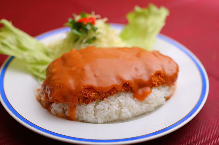 ナカタの看板メニュー。ケチャップベースのソースの『洋風カツ丼』(単品780円税込)