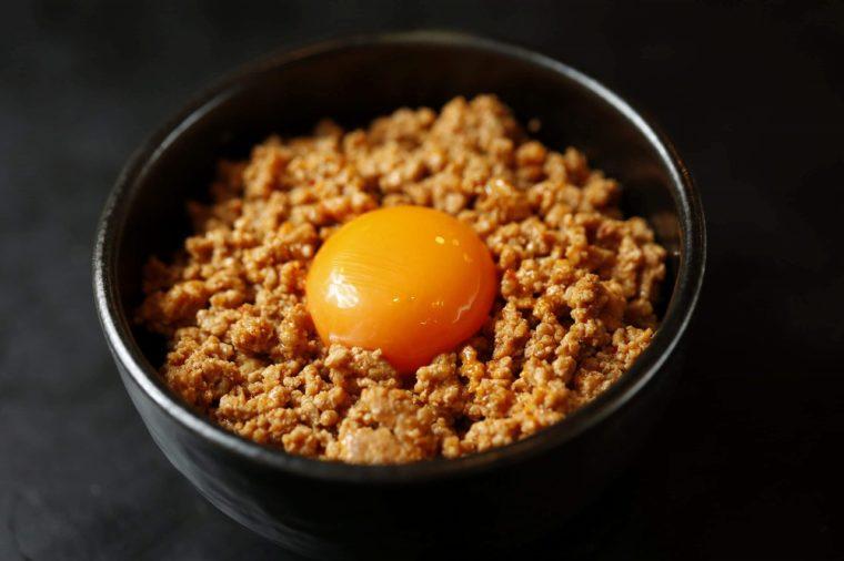 『旨辛ひき肉丼』(320円)