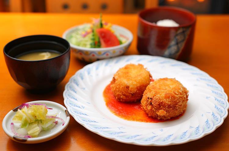 『カニクリームコロッケ定食』(880円税込)