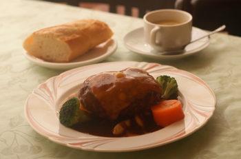 350グラム!肉汁あふれる特大ハンバーグ|新発田市