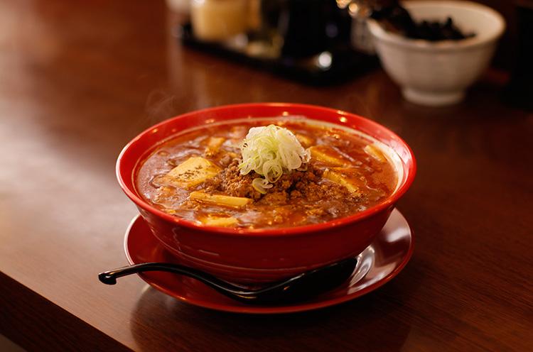 しっかり食べごたえのある豆腐と炒めひき肉がベストマッチ。辛さと甘さのバランスが見事です『旨辛麻担々麺』(900円税込)