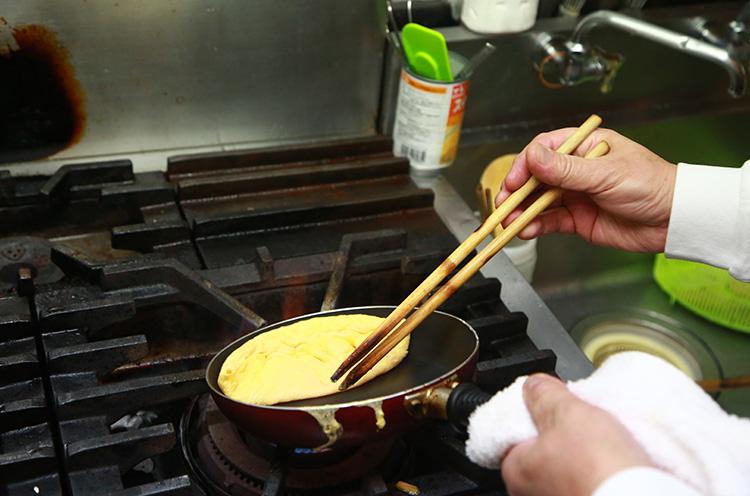 「オムレツは洋食の技術の集大成です」と昇さん