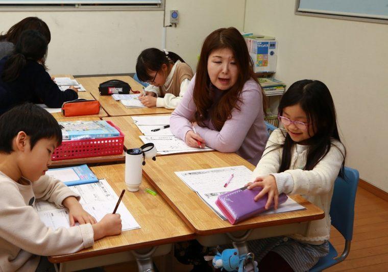 算数・国語ではつまづいている分野を繰り返し演習し、学校の授業内容をスムーズに理解できる力をつけます