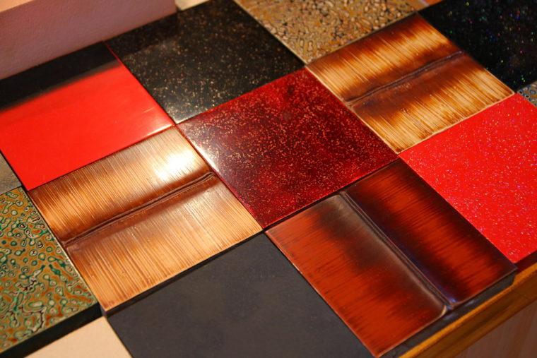 新潟漆器は「変塗(かわりぬり)の宝庫」と呼ばれ、 数多くの漆塗り技法が受け継がれています