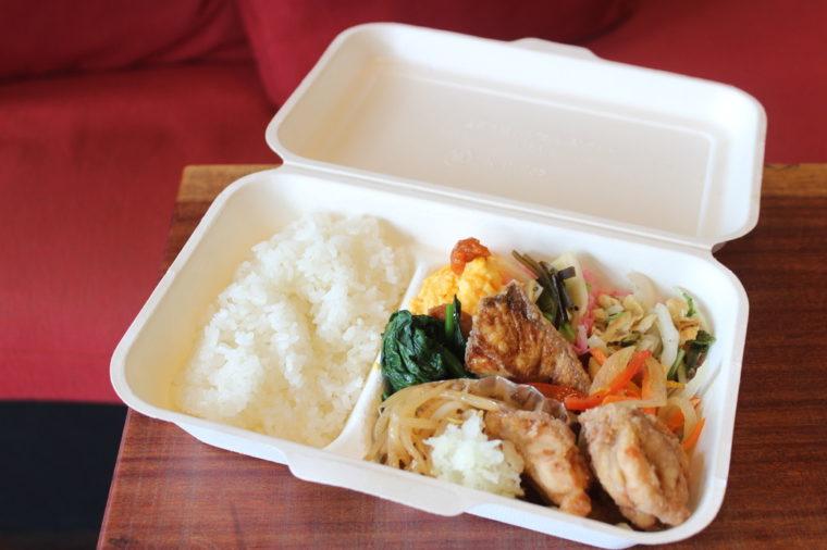 メイン料理2種類のランチ弁当(800円税抜)