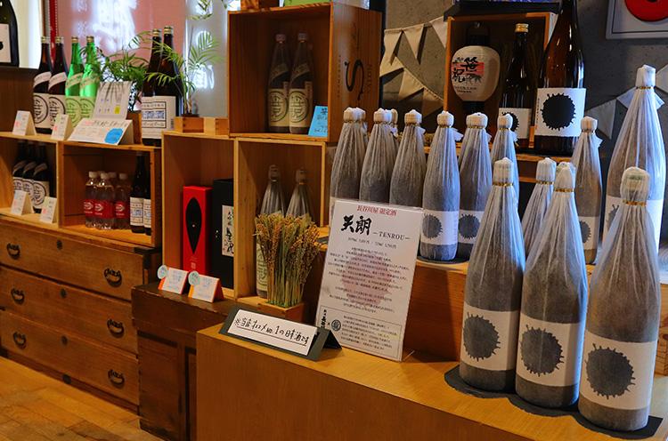 『天朗』(720ml 1,700円税抜、1.8L 3,400円税抜)は西蒲区巻にある笹祝酒造の創業当時の銘柄を復刻した限定商品