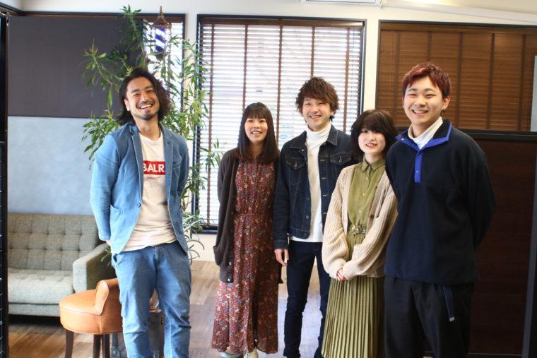左から、近和也さん、深野真由さん、在長欣輝さん、新人の杉本あいかさん、平野樹さん。