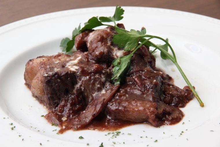 黒毛和牛バラ肉の赤ワイン煮込み