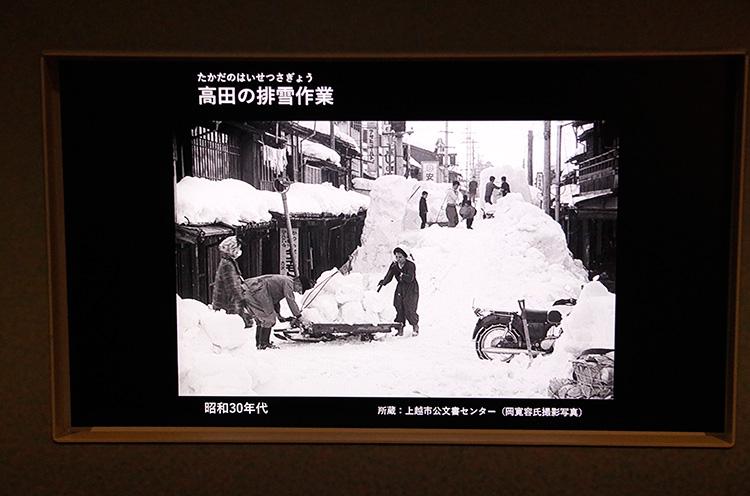 大雪の高田の街。雪が2階の高さまで! ハンパねぇ