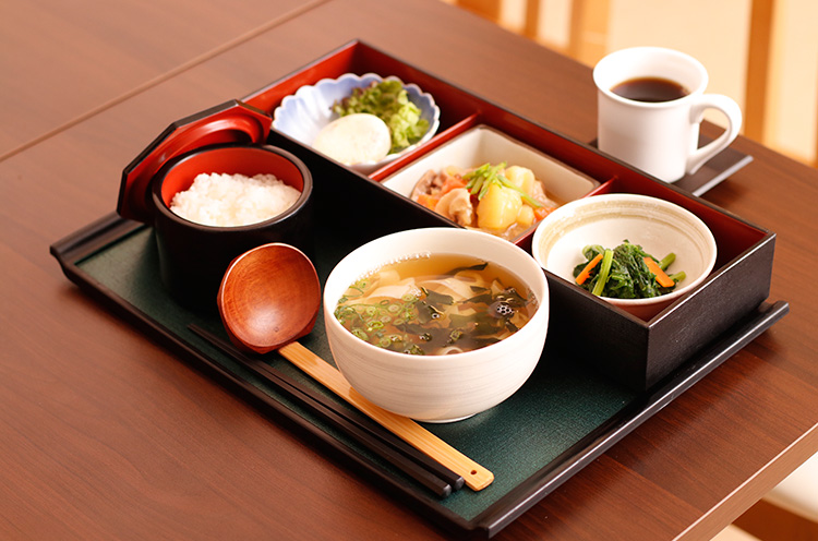 『 Ojigoセット 小ひら麺』( 750円税込)。やさしい味わいです。