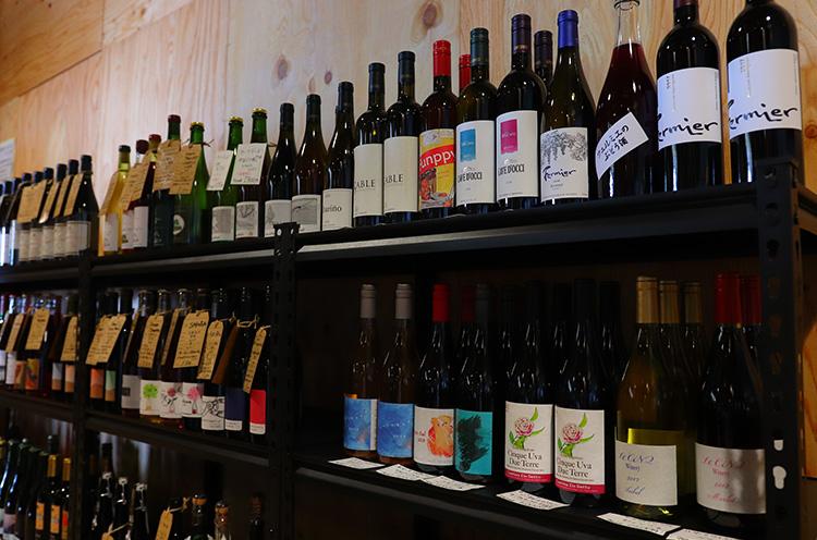 ワインの品揃えもかなりもの! 地元西蒲区をはじめとした県内のワインも取り揃えています。3月末にはウォークインワインセラーが完成するそう! ワイン好き注目です