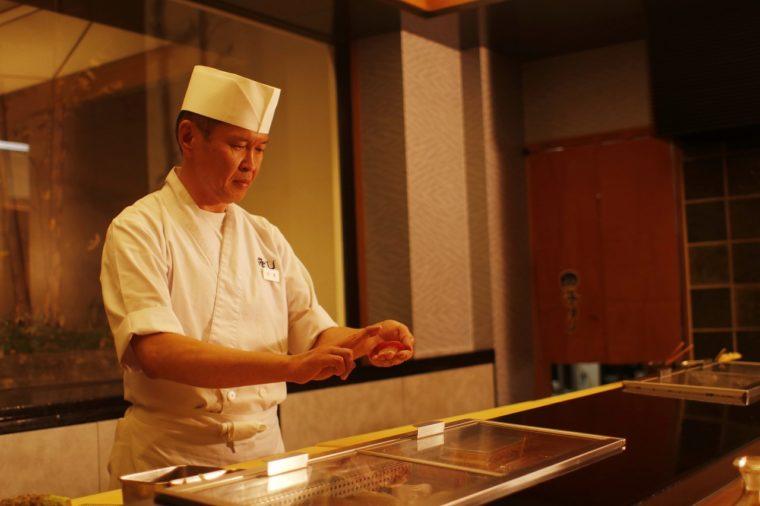 ベテラン寿司職人の寺尾さん