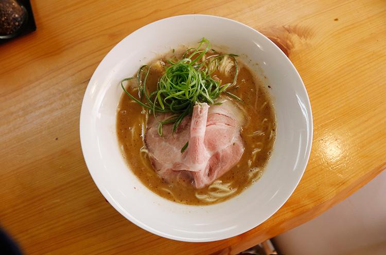 とろ~りスープの『魚介豚骨醤油』もおいしいよ。830円