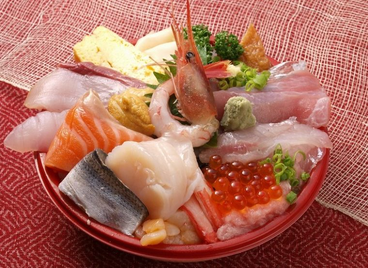 和楽 県央店の『海鮮丼』など丼、寿司、おつまみメニュー各種