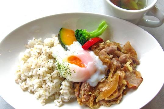 『ポーク生姜焼きごはん』(スープ付き・900円税抜)