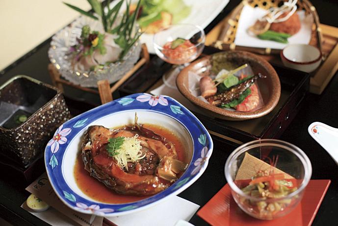名物の鯉料理はクセがなく、肝臓や美肌にも良い食材として食べられています