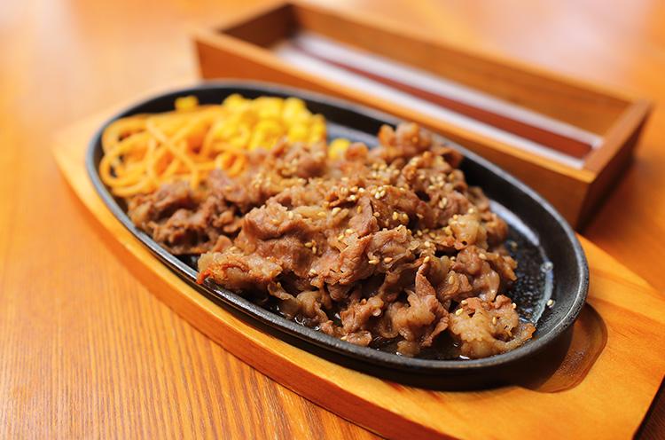 『松阪鉄板焼』(1,230円税込)。月・木・土曜の昼は「松阪鉄板の日」として1,020円(税込)に