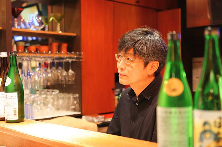 マスター・竹谷さんがアテごとに合うお酒をおすすめしてくれます