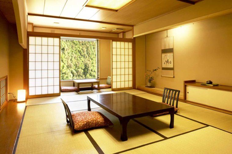 落ち着きと風格が漂う佇まいの和室。ゆとりが寛ぎを紡ぎだします