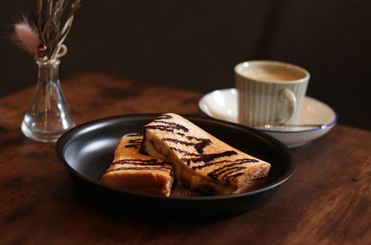 『ホットサンド』。食器類やコーヒーメーカー、ホットサンドメーカーはもちろん燕三条産!