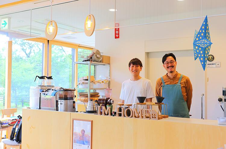 オーナーシェフの西村遼平さん(右)と店長の龍平さん(左)