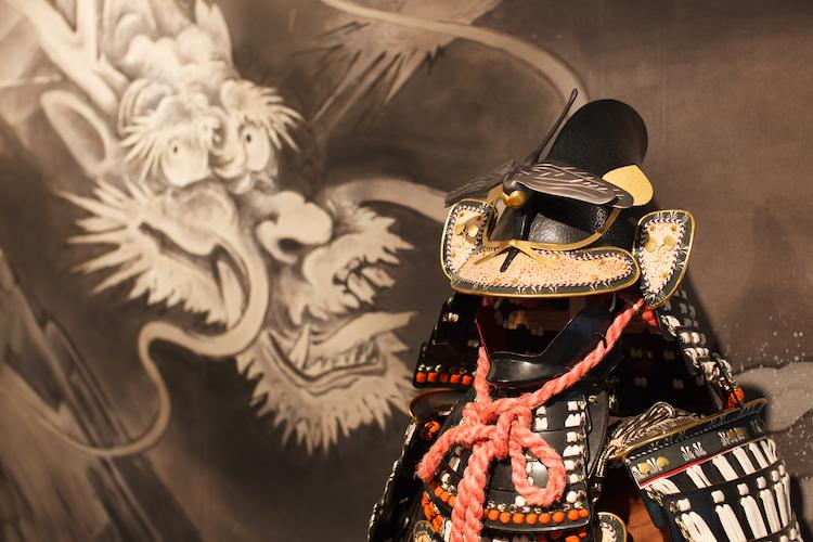 館内には上杉謙信公、上杉景勝公、直江兼続公などの甲冑を展示している