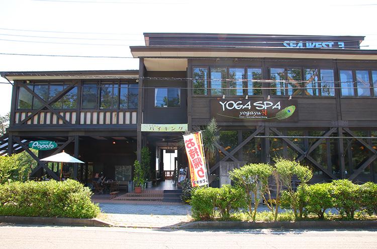お店はマリンピア日本海のすぐ近く