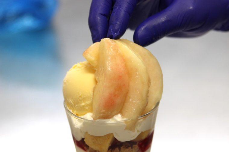 バニラアイスと桃がオン!