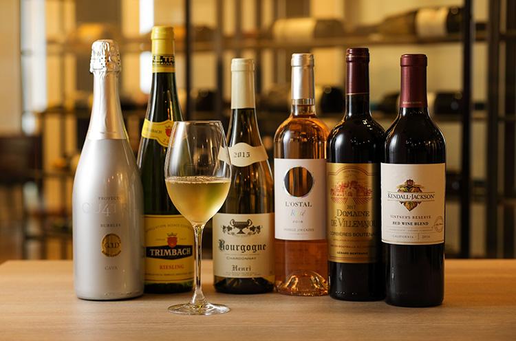 豊富に揃うワインの数々