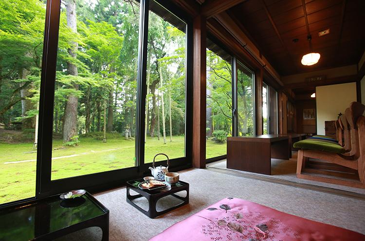 CAFE HAYASHIの「庭園を眺める席」