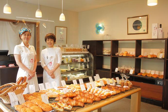 左から砂山和子さん、長谷川明美さん