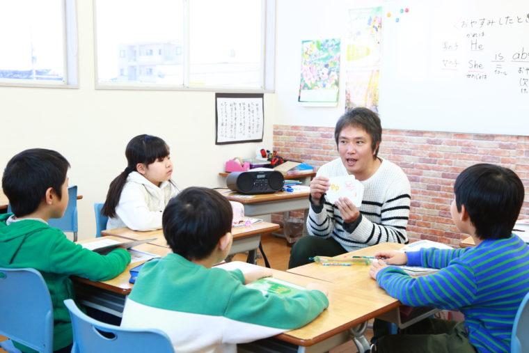 フォニックス英語は、「音」から英語のスペルを理解し、英単語を書く力が身に付きます。