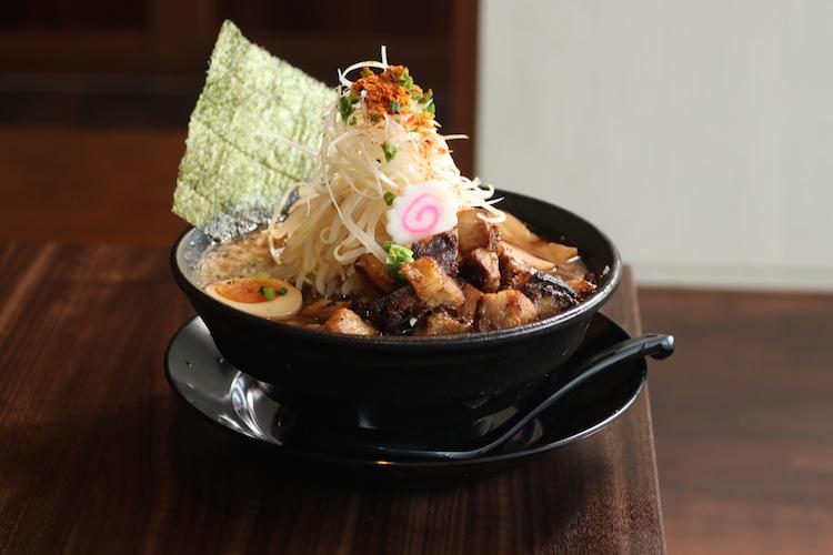 モヤシの峰がそびえ立つ! 『大和〜やまと〜 焙煎醤油ラーメン・和風』(930円)