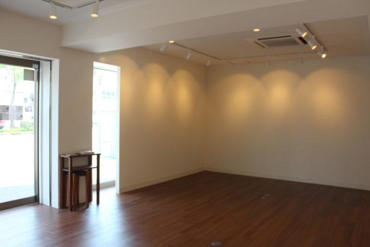 医学町画廊の1階スペース。床面積は約40㎡。レンタルは1日14,000円(税抜)。6日単位での貸し出し