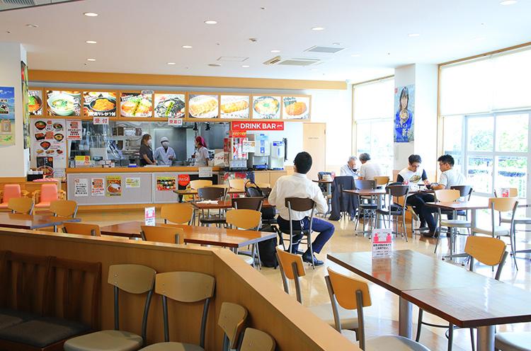 食事処も大人気。こちらは2階にある「B級グルメ横丁」