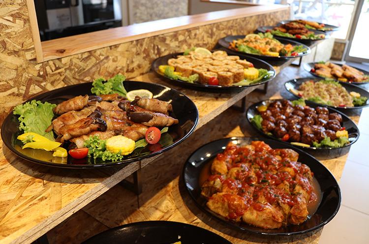 毎日内容の替わるお惣菜が大人気!