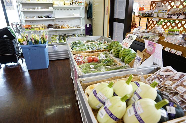 地元産野菜も並びます。10月以降は新米も並びます。毎年楽しみにしているファンも多いそう