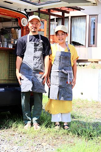 店長・小林正樹さん(左)、縁さん(右)。ご夫婦でお店を切り盛り。もともとカフェを営んでいたが、数年前に形態を変え、カレー店として再スタート
