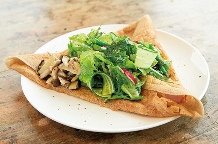 『季節の野菜とそば粉のガレット』(880円) /提供店:Goose Cafe(山形県尾花沢市)
