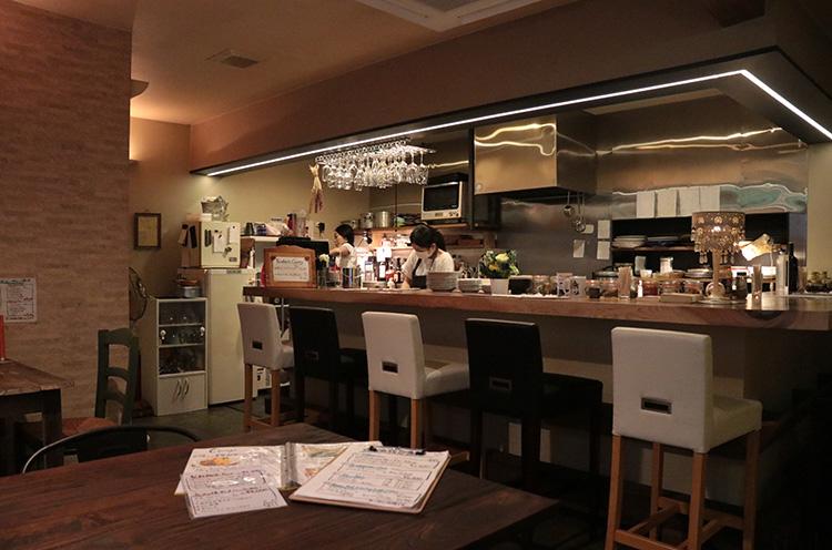Room106店内。カフェ風のさわやかな空間です