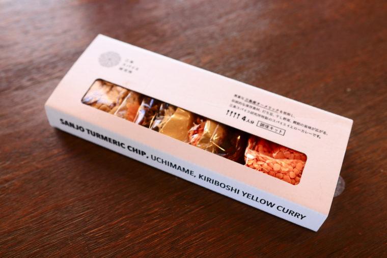 『三条産ターメリックチップ入り打ち豆と切り干し大根のイエローカレー』(1,650円税込)。店頭、オンラインショップにて販売中