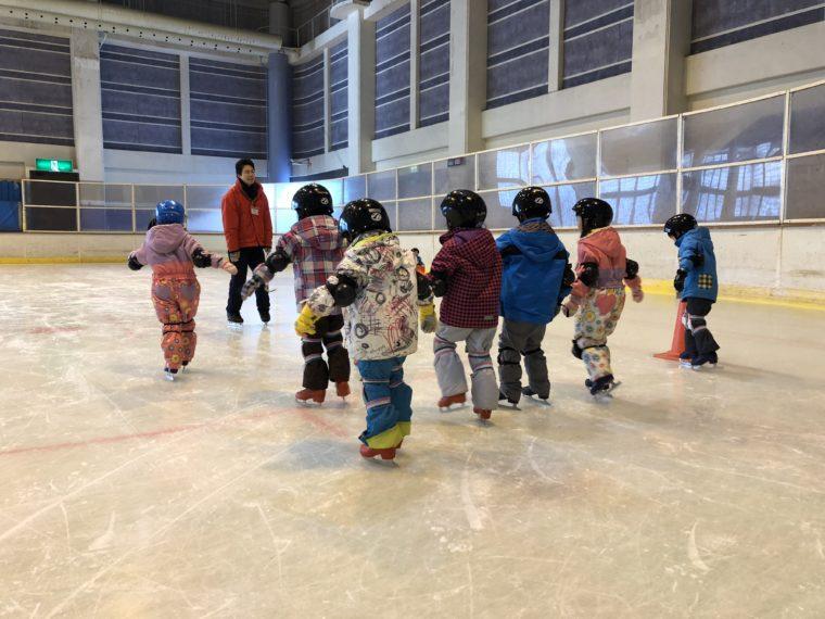 子ども向けのスケート教室もあるよ!